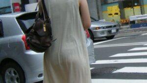 街中で出会える街撮り娘たちの透け透けパンツ画像まとめ